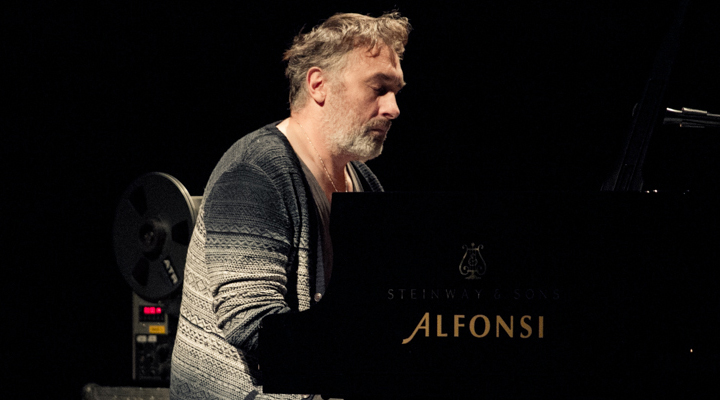 Con Yann Tiersen all'Auditorium Conciliazione di Roma, viaggio sognante di una notte sull'isola di Ushant